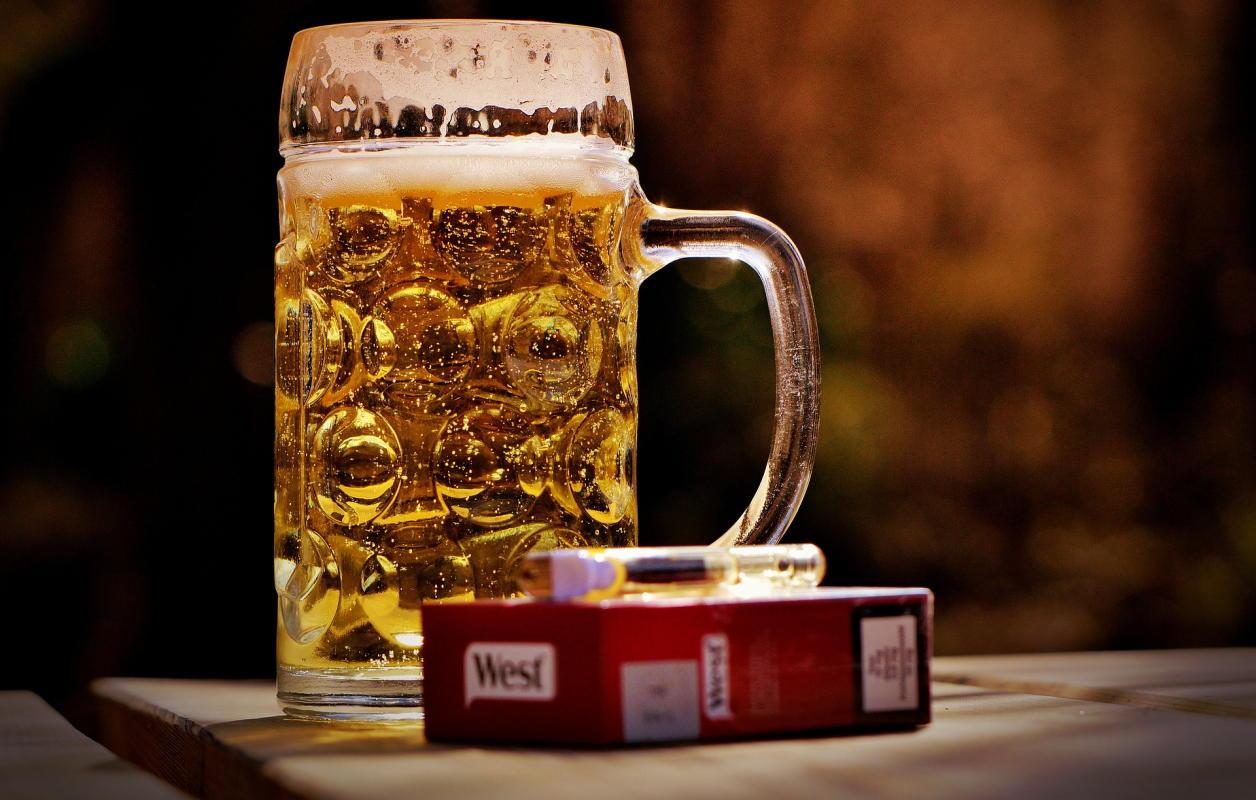 Beitragsbild: Haushaltsplanung anhand von Bier und Kippen