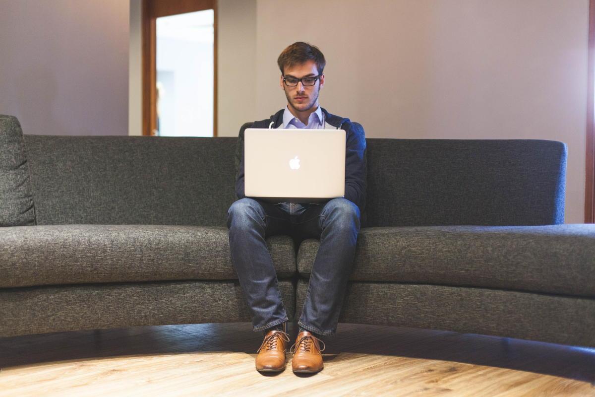Beitragsbild: Wie du auf der Arbeit total beschäftigt wirkst