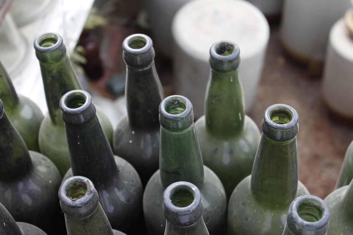 Beitragsbild: Was du mit leeren Weinflaschen anfangen kannst
