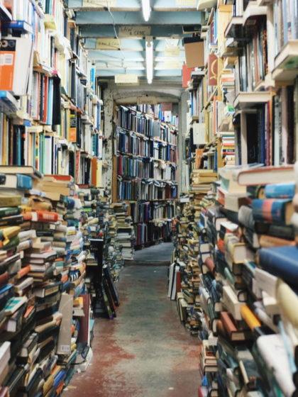 Beitragsbild: Tsundoku – Stapelweise Bücher, nie gelesen