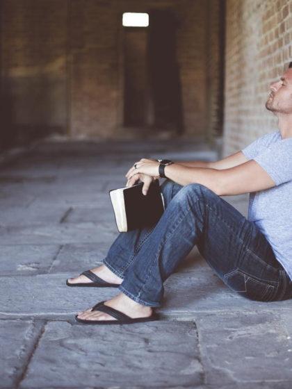 Beitragsbild: Muss ich mich für Bücher schämen?