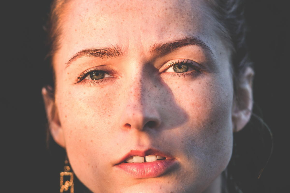 Beitragsbild: Resting Bitch Face - Verachtung, die einem ins Gesicht geschrieben steht