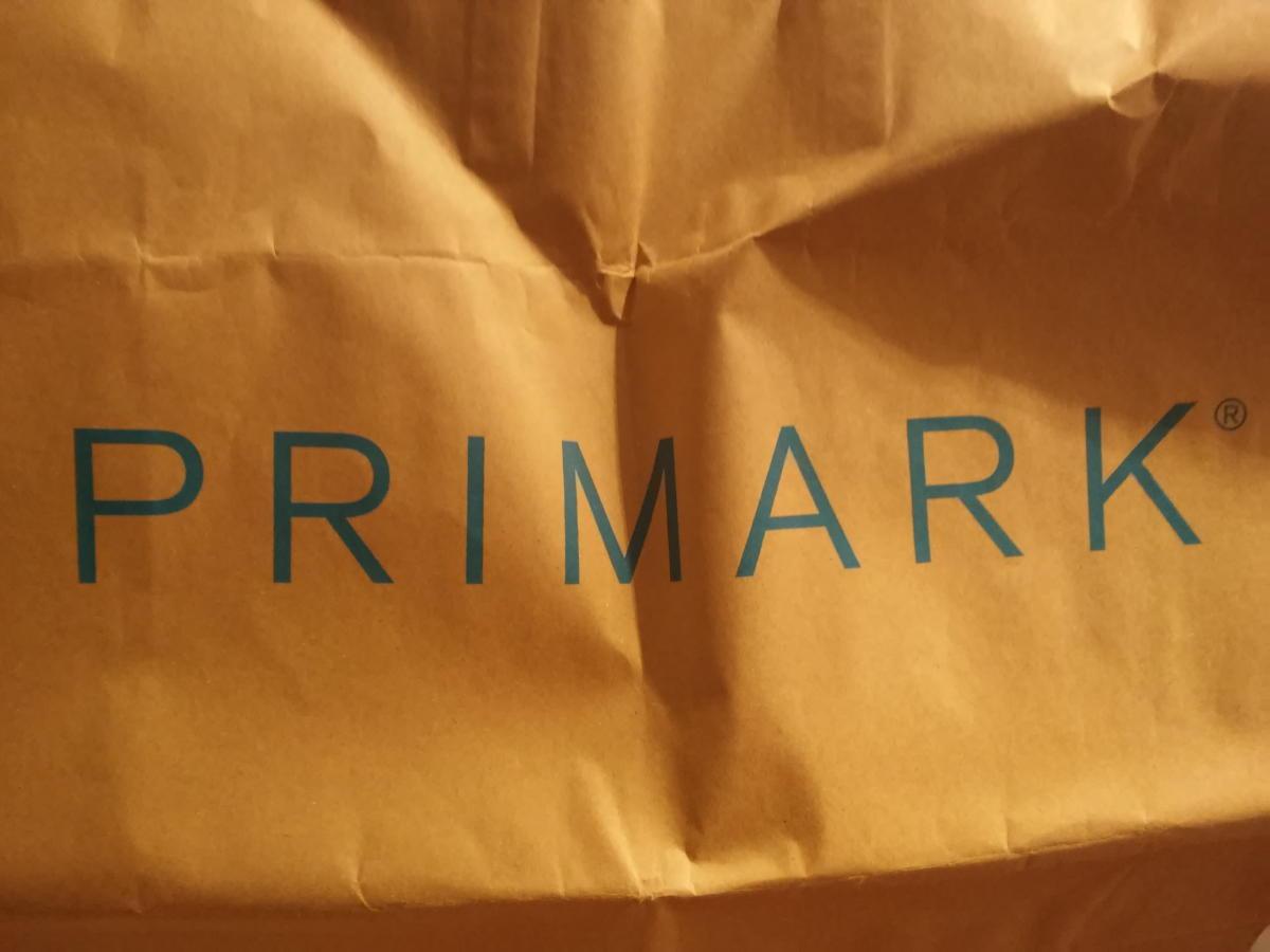 Beitragsbild: Lobhudelei der Primark-Tüte