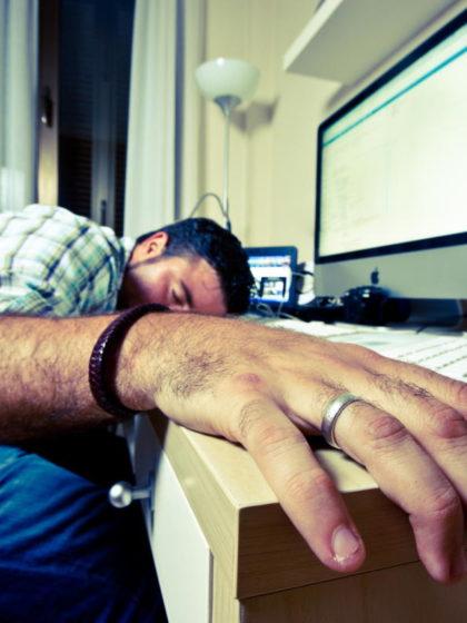 Beitragsbild: Warum Du auf der Arbeit mehr schlafen solltest