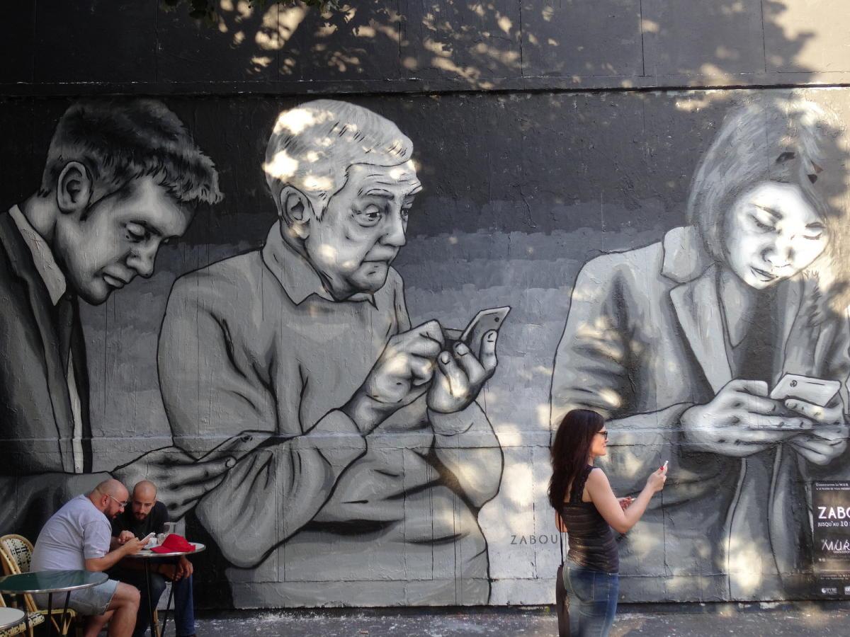 Beitragsbild: Phubbing - Wenn das Smartphone interessanter als der Partner ist
