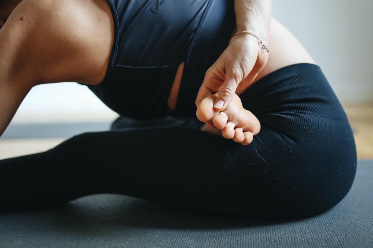 Beitragsbild: Woran du erkennst, ob dein Yoga-Lehrer ein Sadist ist